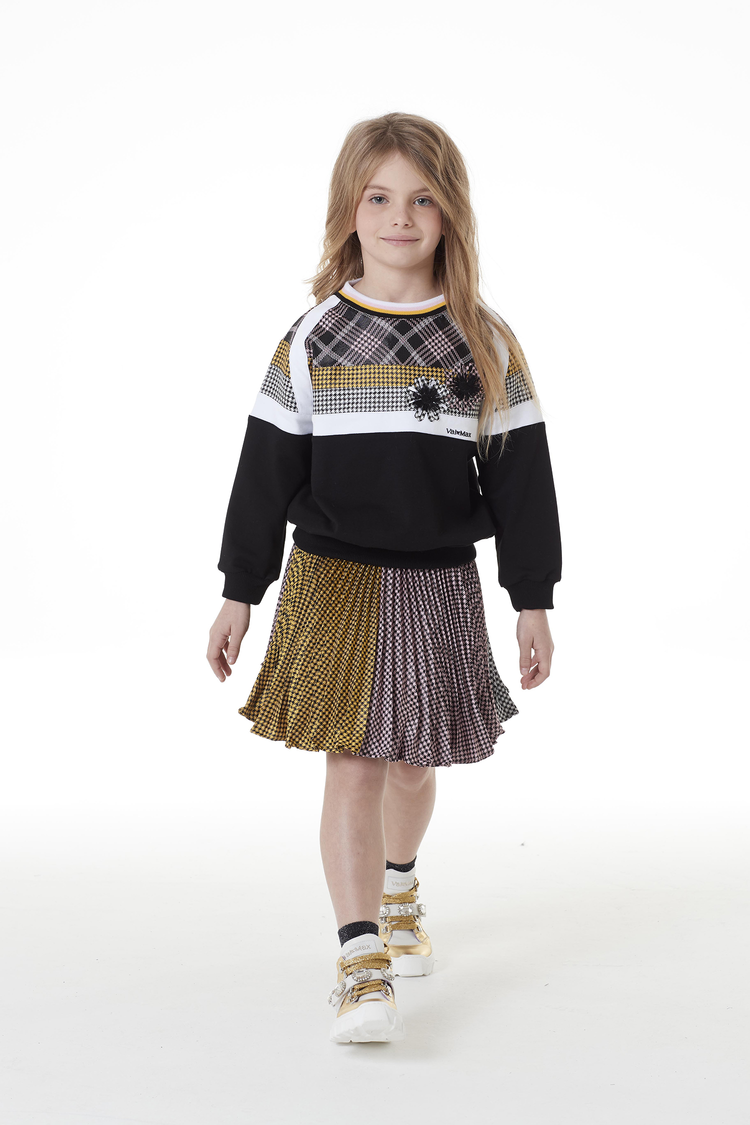 002 skirt - 002 sweatshirt