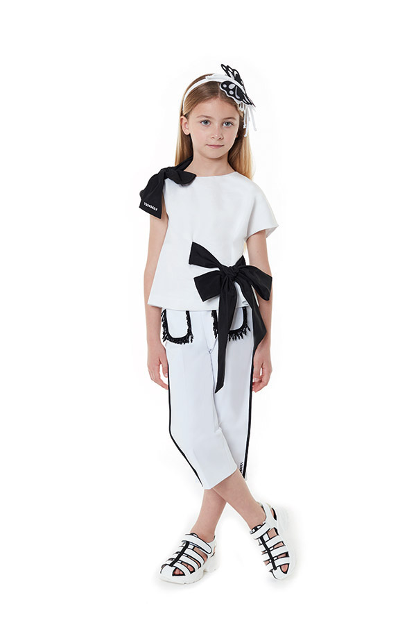 VAFR020 TS0159 BLK - HAIRBAND<br/> VFTP004 TS0159 WHT - TOP<br/> VFPA029 TS0007 WHT - TROUSERS